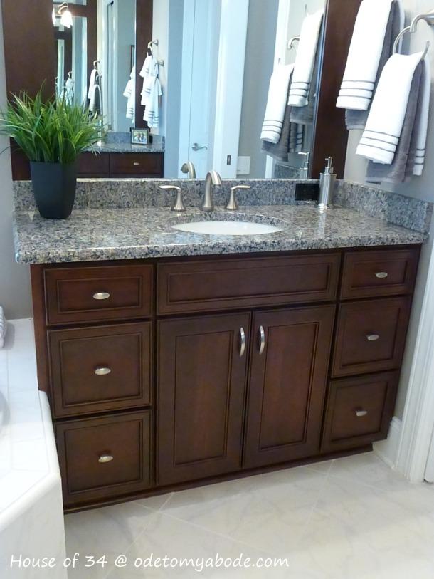 bathroom cabinet color